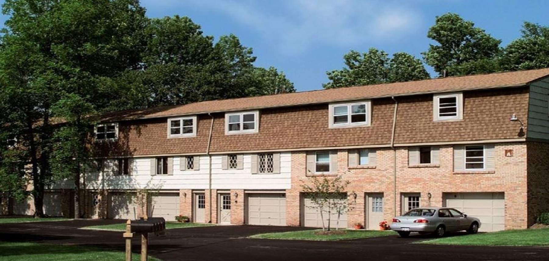 Country Hills Townhomes & Apartments